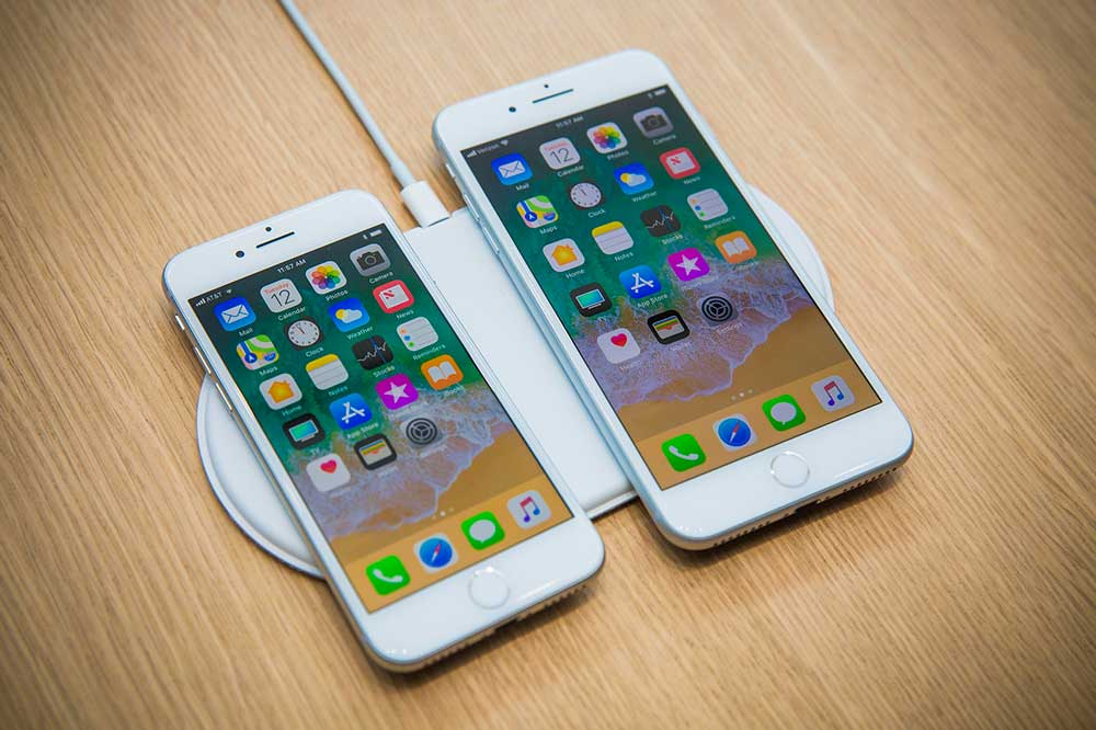 Фото: iPhone 8 - вид спереди