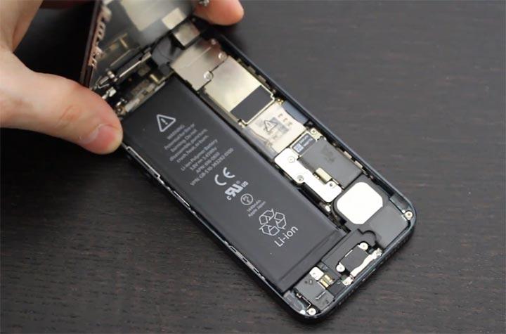 Фото: Замена батареи iPhone 8